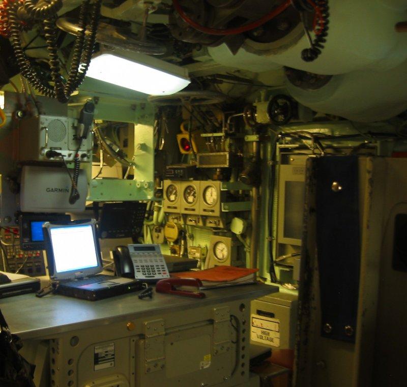 в центральном посту подводной лодки