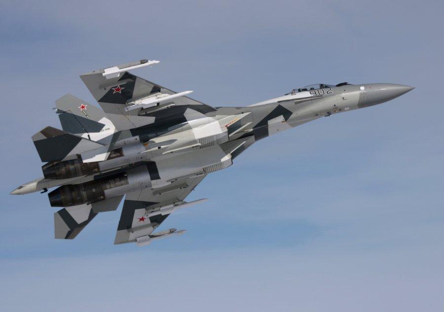 У Су-35 впереди большое